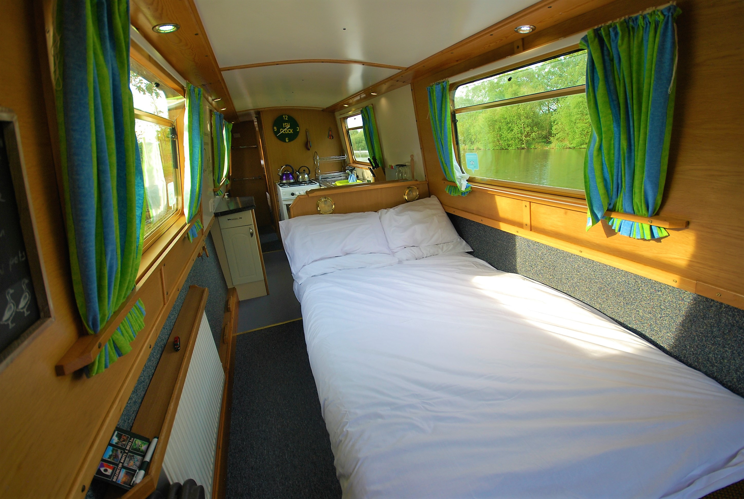 saloon double bed